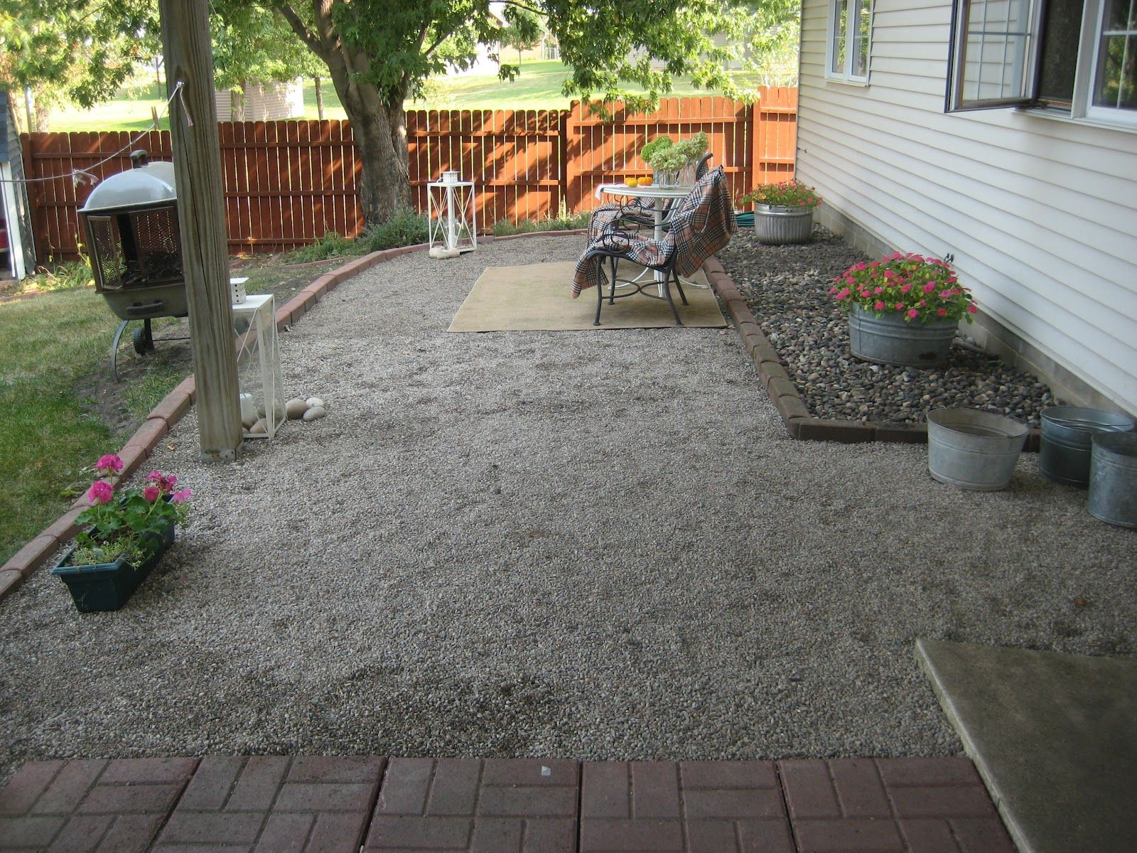 Patio: Garden Behind The House With A Floor Of Gravel Road ... on Pebble Patio Ideas id=35424