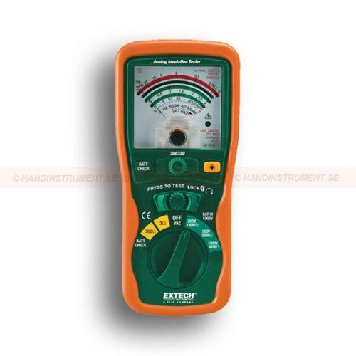 http://termometer.dk/elektrisk-testvarktoj-r12676/analog-isolationstester-53-380320-r12729  Analog isolationstester  Stort letlæseligt analog display  Tre testspændinger: 250V, 500V og 1000V  Isolering 400MOhm  Lon s Power On funktionen til udvidet test tid  Automatisk afladning kredsløb  Foranstaltninger kontinuitet op til 3Ohm, modstand op til 500ohm og AC spænding op til 600V  Komplet med testledninger, 6 x AA batterier og hård case Garanti: 2 År