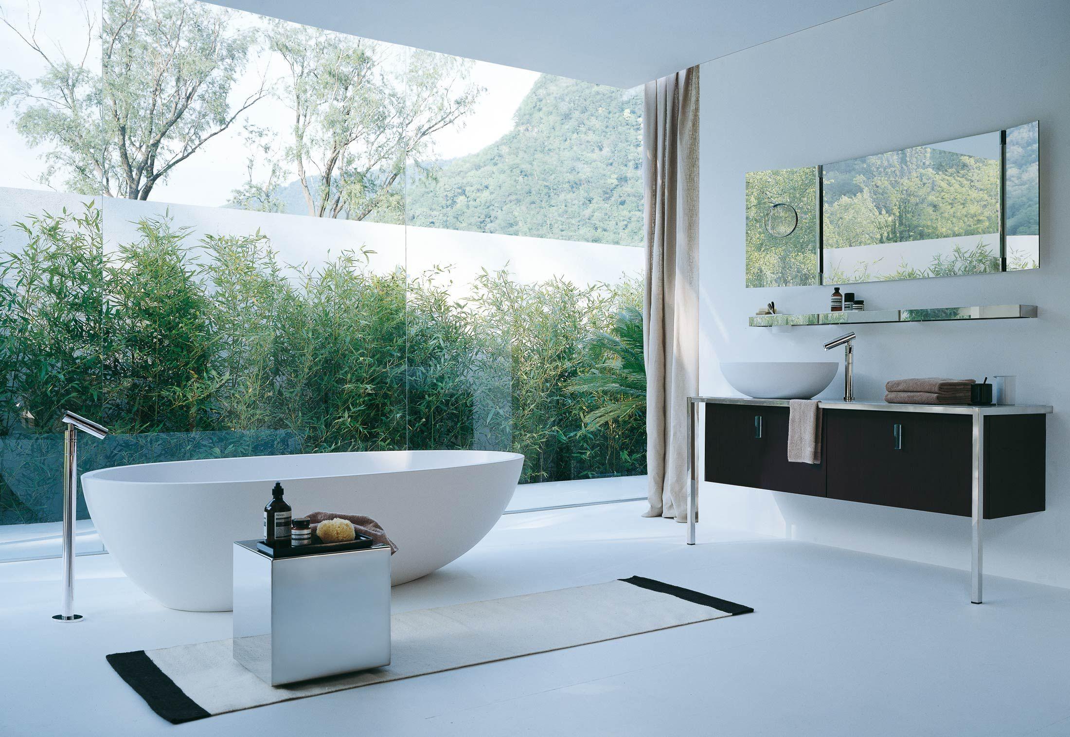 Agape Arredi di Bagno Eleganti. Casa di Bagno con luce naturale. Vasca di Bagno Freestanding  Leggete piu articoli - http://www.spazidilusso.it/