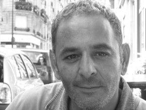 Djemel Barek est metteur en scène et acteur français. Il joue aussi bien au cinéma qu'au théâtre, notamment chez Robert Hossein ou Armand Gatti, ou à la télévision. On a entre autres pu le voir dans « Munich » de Steven Spielberg et dans « Secret défense...