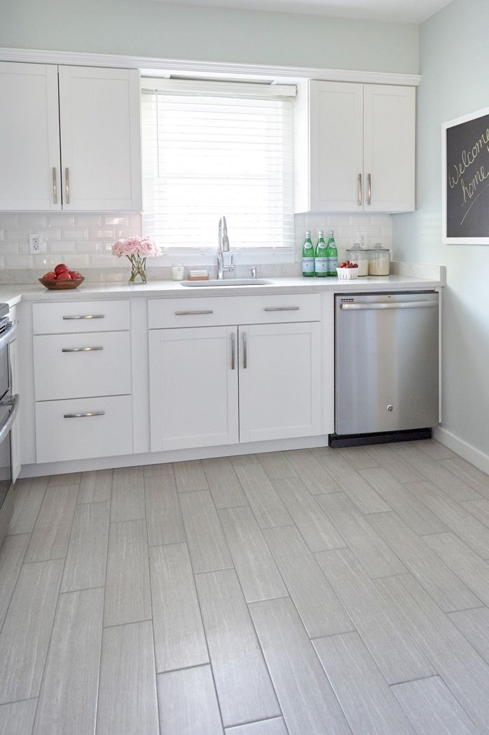 Charmant This Bright Kitchen Makeover Designed By Nicole Gibbons Of So Haute Is  Timeless U0026 Budget Friendly. For Subtle Contrast, She Incorporated Soft Gray  Tones In ...