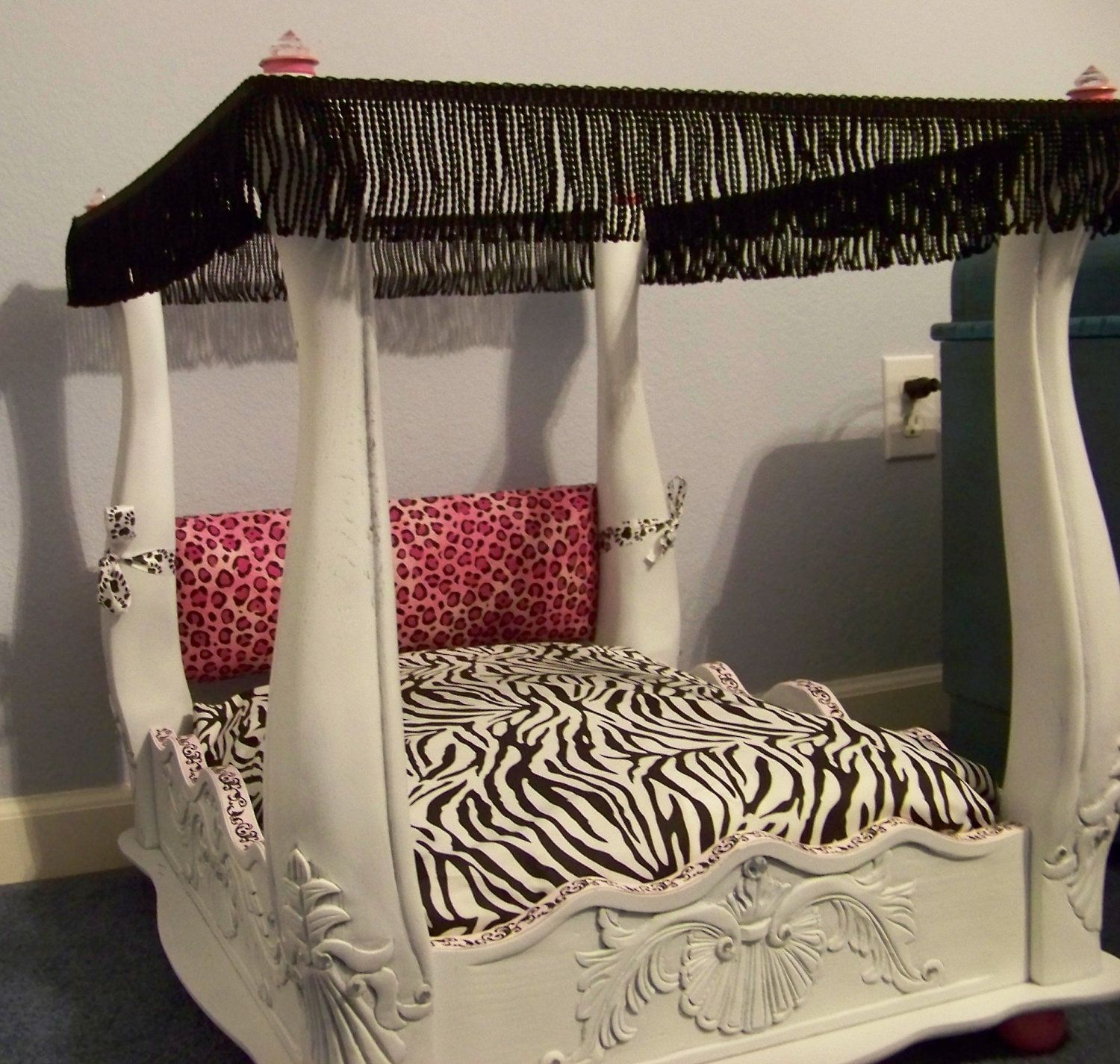 Pet beds & Wow flip an end table over and its a diy heck ya ill be doing this ...