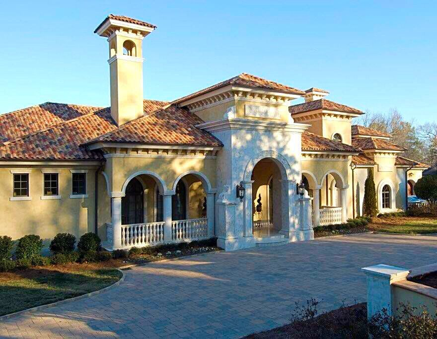 Details Of A Luxury House Masidonia Limestone Accents Aged Stucco Tile Roof A Dan Sater Custom Design With Leo Dowe Luxury Homes European Style Homes Sater