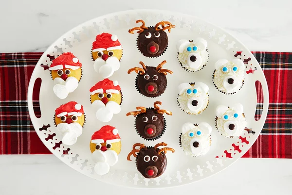 three-christmas-cupcakes-beauty-0920