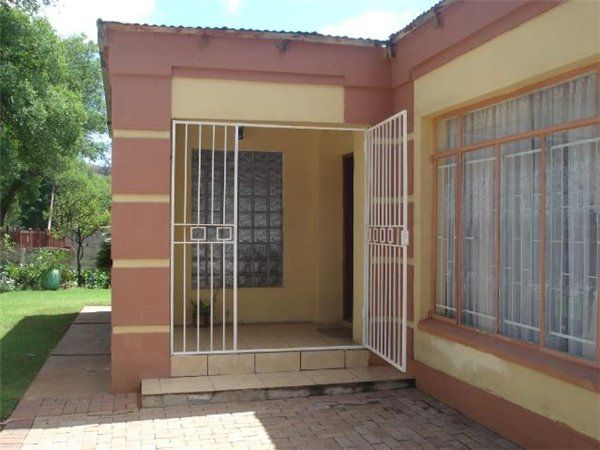 JHB to gut and do up ...4 bedroom house in Parktown, , Parktown, Property in Parktown - S820679