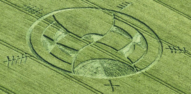 Crop Circle at Silbury Hill, Nr Avebury, Wiltshire, UK. Reported 25th June 2013