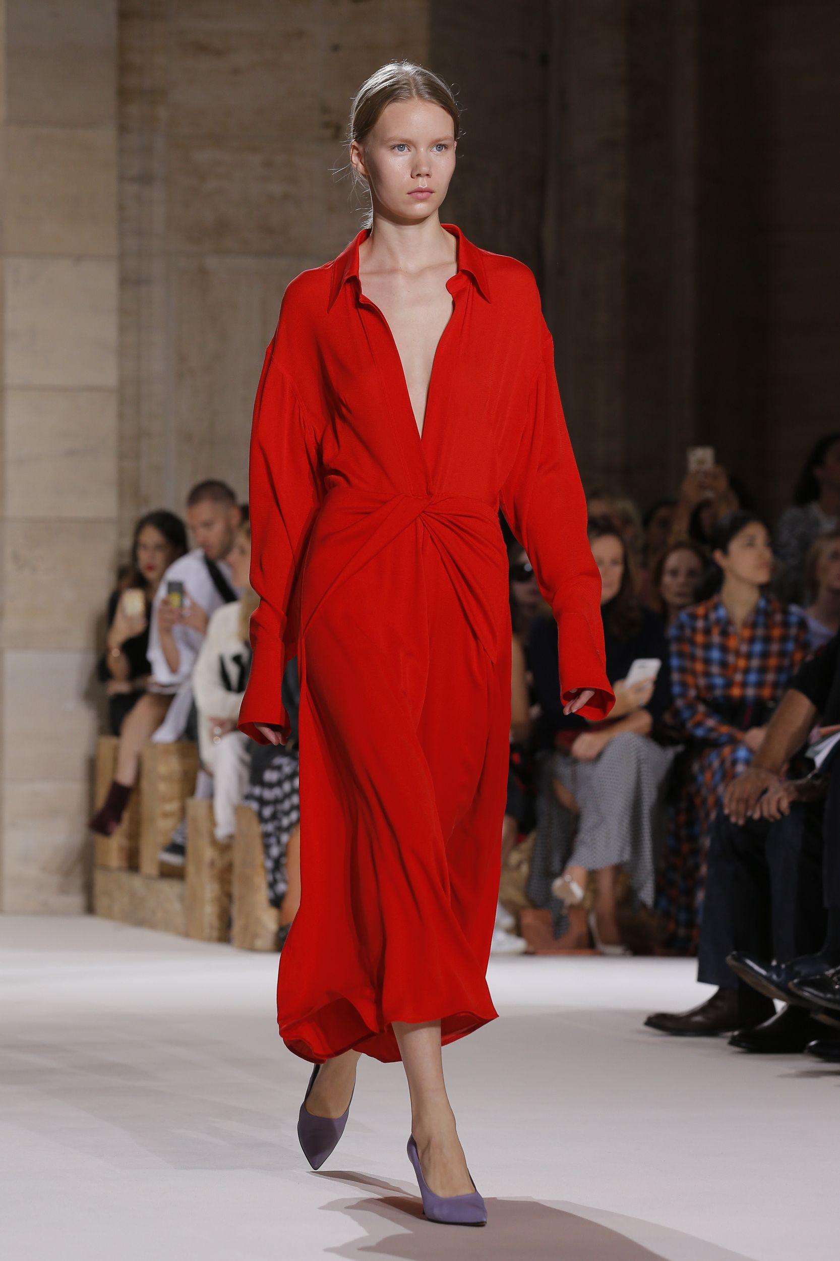 Nyfw 2017 Victoria Beckham Embraces Brilliant Color In Vibrant Spring Summer 2018 Collection Fashion Shopping Womens Dresses Classy Dress [ 2500 x 1666 Pixel ]