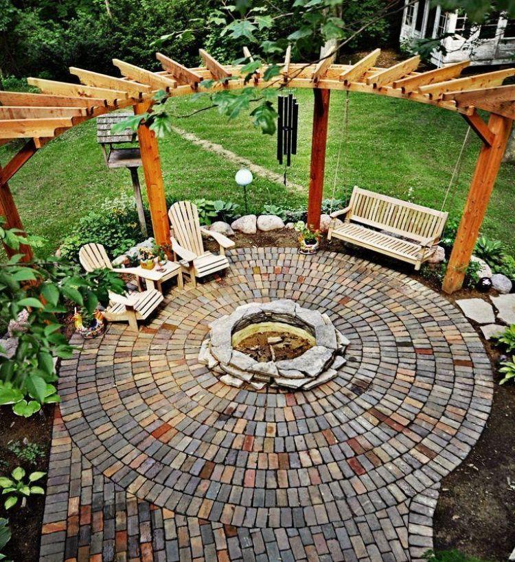 Grillecke Im Garten: Feuerstelle Mittig Im Grundstück Platzieren Und Mit