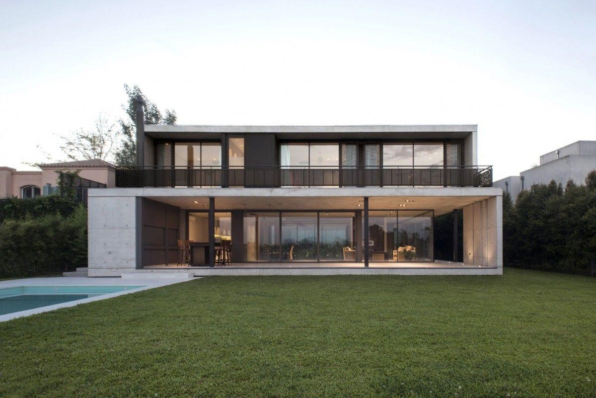 Sensacional cuadrada y minimalista piscinas house for Casa minimalista vidrio