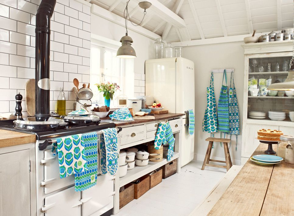 Modern Vintage Kitchen Modern Retro Kitchen Linens by Lilly Loray - oven mitts, aprons, pot  holders. Love this!