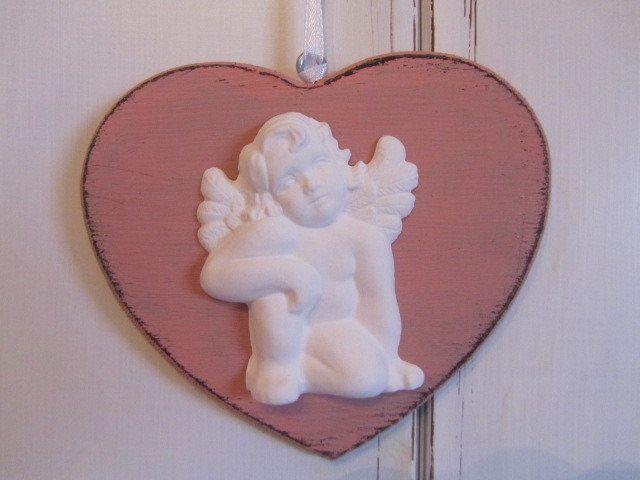 Cuore rosa in legno con angioletto by la casa di gaia for Gaia case in legno