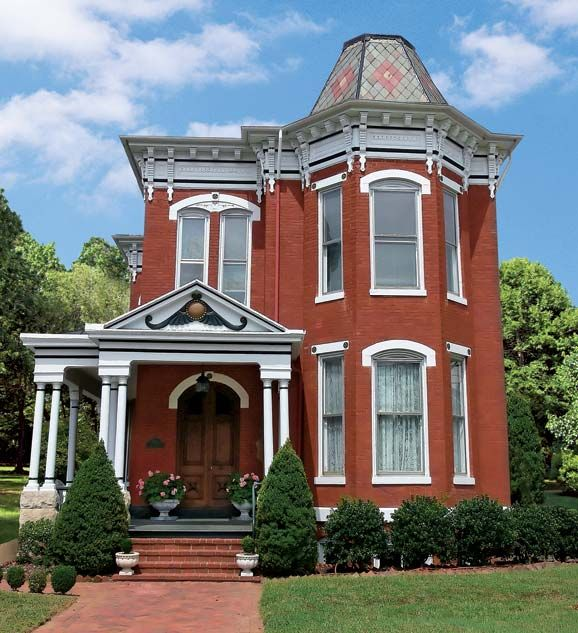 20 ideas for outdoor decor victorian house and outdoor for Brick victorian house