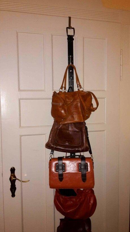 Taschen aufhängen gut und günstig. Alter Gürtel, Türhaken und Küchenhaken z…