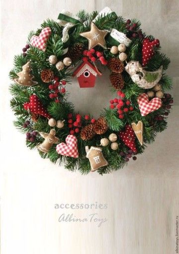 Como decorar una corona navide a de fieltro y papel for Como decorar una puerta en navidad