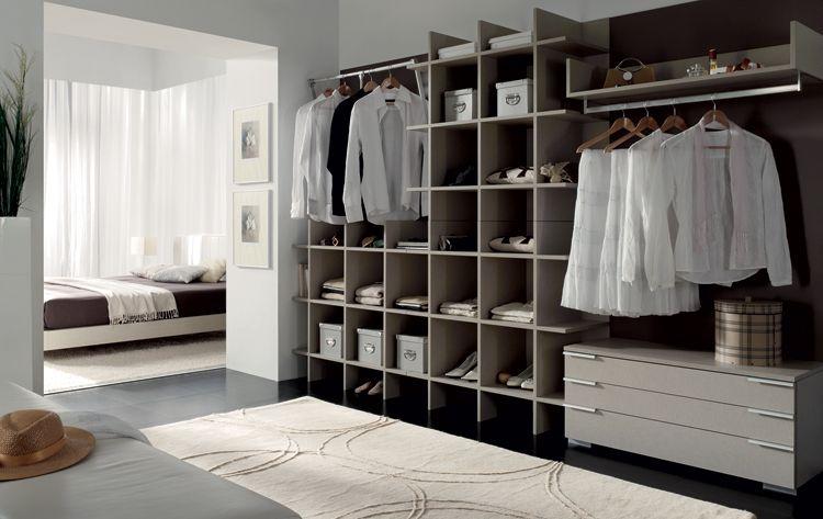 somos muchos los hombres y las mujeres que soamos con tener un vestidor en casa que nos permita tener toda la ropa en orden y organizada y recrearnos a la - Habitacion Vestidor