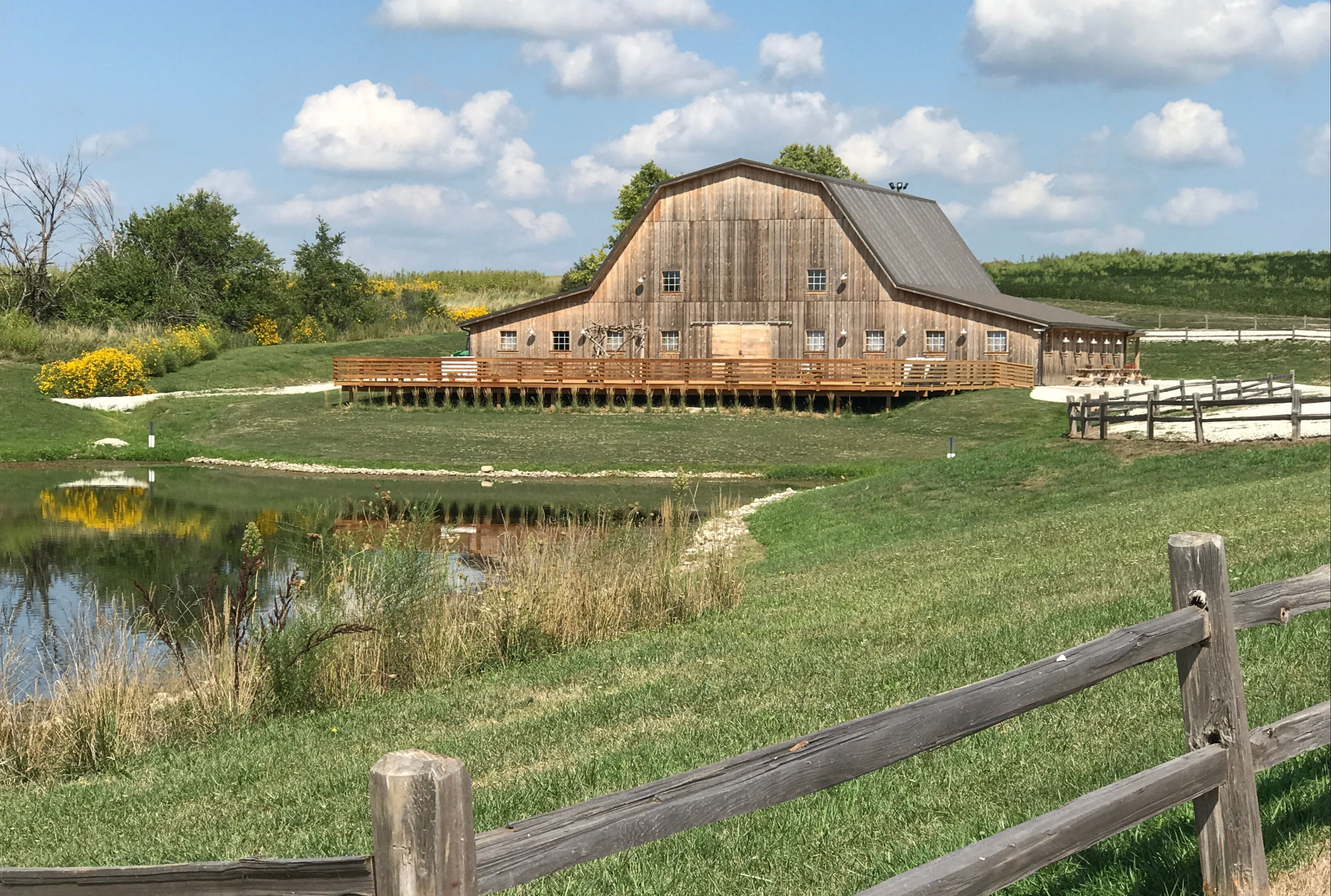 Iowa wedding barn venue only 20 miles from the West Des ...