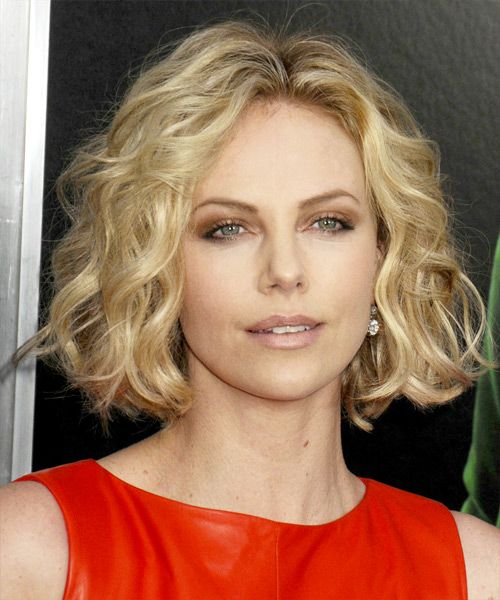 Charlize Theron Short Wavy Casual Bob Hairstyle Blonde Hair Color With Light Highlights