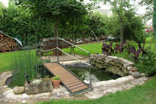 Petit pont central for Petit bassin de jardin
