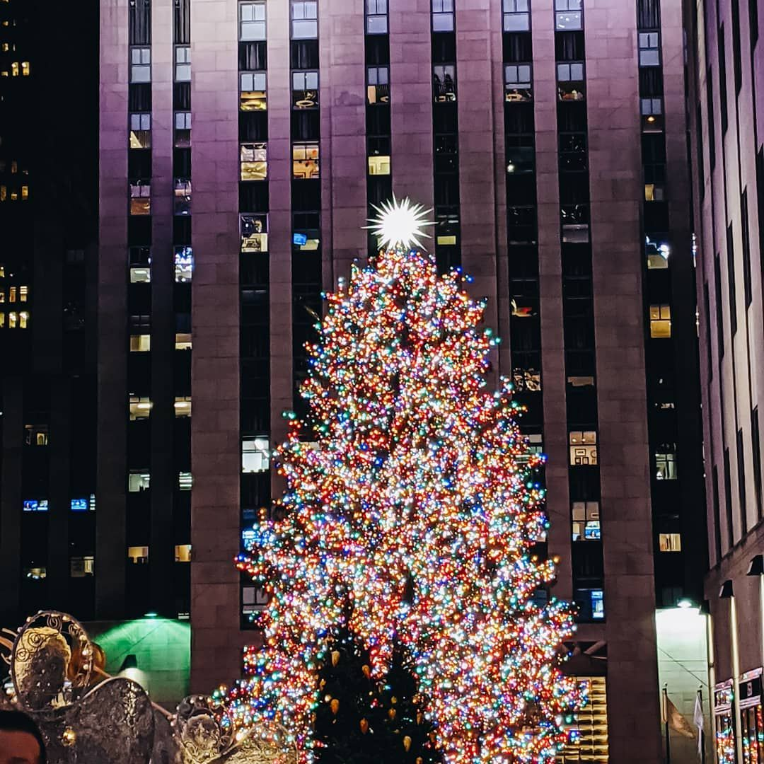 Christmas time in NYC is magical... What are some of your favorite Christmas books you read this season?  #rockefellerchristmastree #NYC
