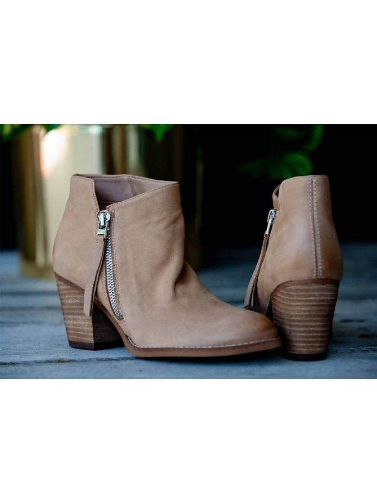 b75e9b415c8173 Pin by Flutter on + SHOE BOUTIQUE +