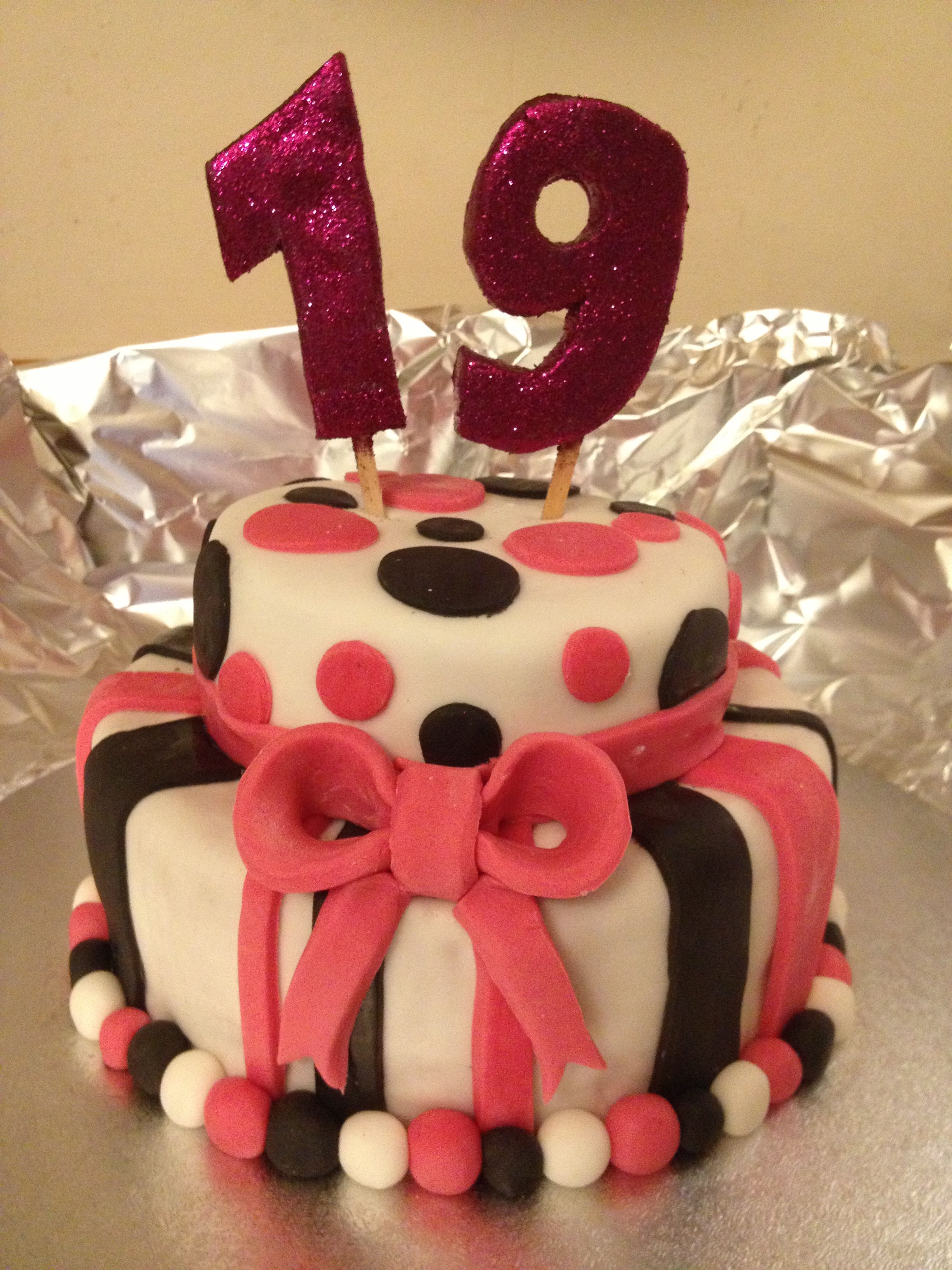19th Two Tier Birthday Cake 19th Birthday Cakes New Birthday