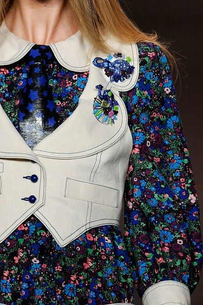 See detail photos for Anna Sui Spring 2010 Ready-to-Wear collection.