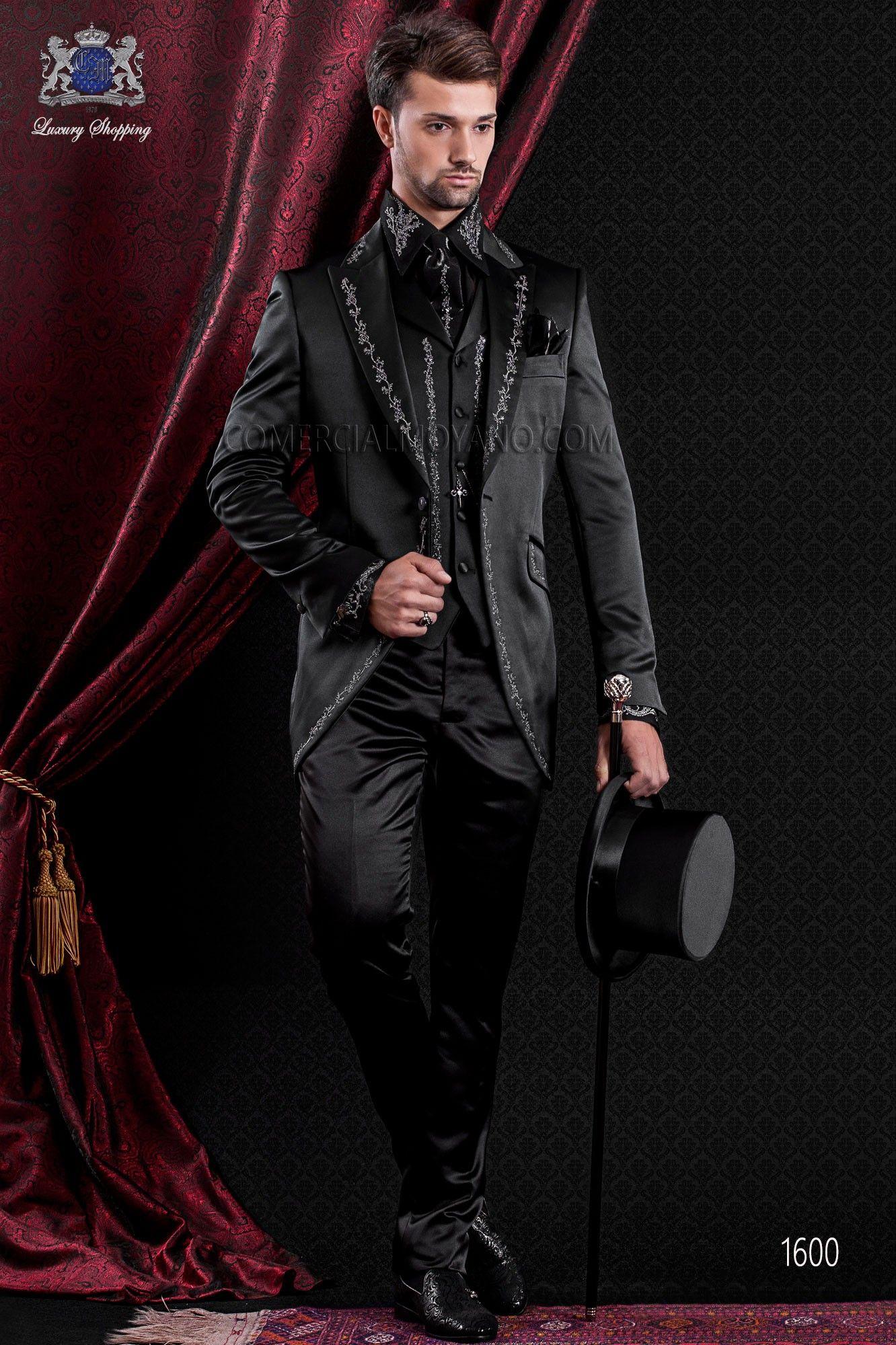 Anzug Barock. Klassiker Anzug Mantel aus schwarzem Satin