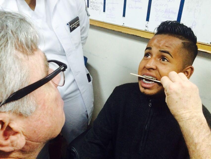 Honduras: Inician operaciones maxilofaciales en Hospital Escuela. Operaciones maxilofaciales, odontológicas y de cirugía plástica. El médico Carlos Laínez detalló que la brigada está programada del lunes 19 al viernes 23 de septiembre. Entre las cirugías que se llevarán a cabo se mencionaron extracción de tumores benignos o malignos en diferentes áreas de la cara, pacientes con problemas en la apertura o cierre de su boca, mandíbula prominente o más pequeña que el maxilar.