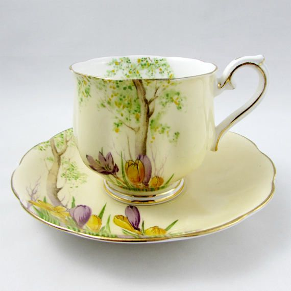 royal albert crocus tea cup and saucer hand painted hampton shape vintage bone china crown. Black Bedroom Furniture Sets. Home Design Ideas