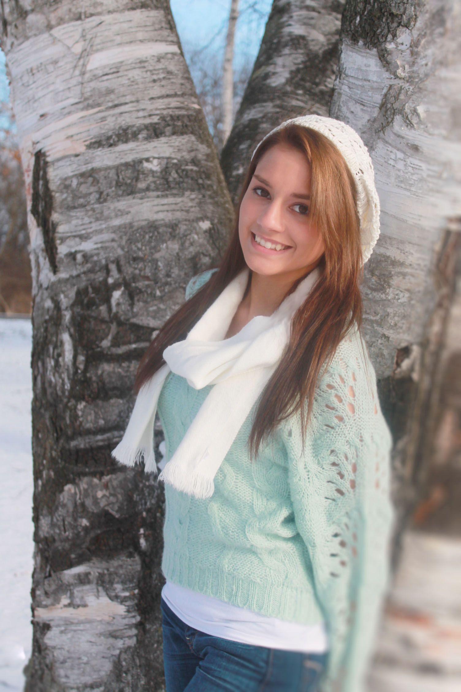 winter senior pic, outdoor senior pic, snow