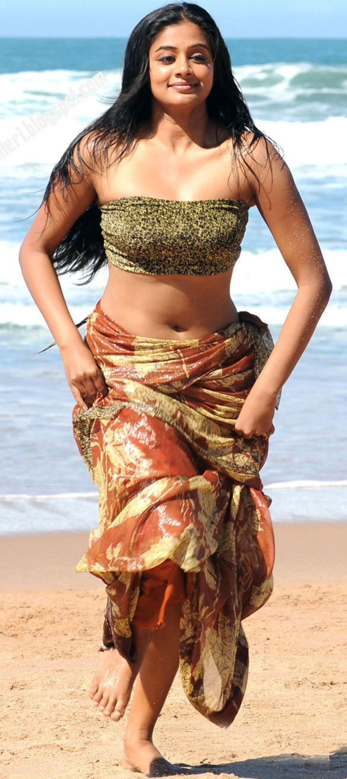 Priyamani latest hot stills priyamani latest hot photos images pics - Telugu Actress Priyamani Hot Pic 8 Jpg 1200