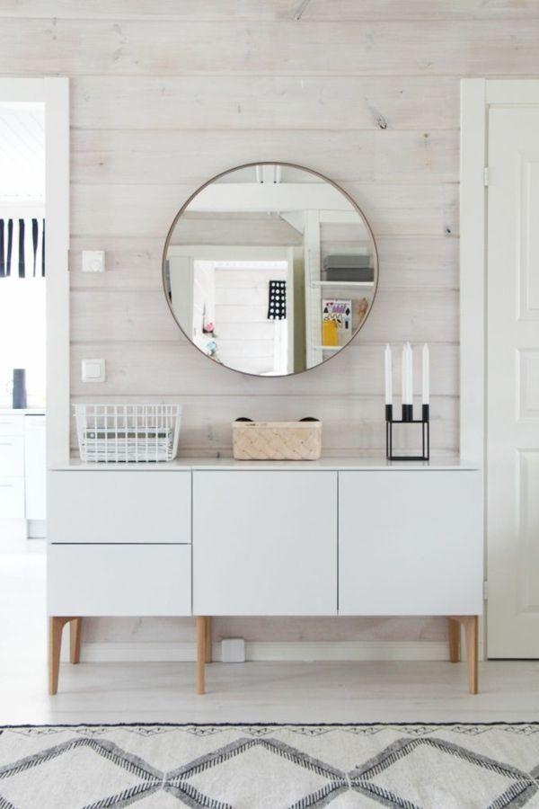 Spiegel Mit Runder Form Wand Aus Bretten Weisse Kommode Im Flur