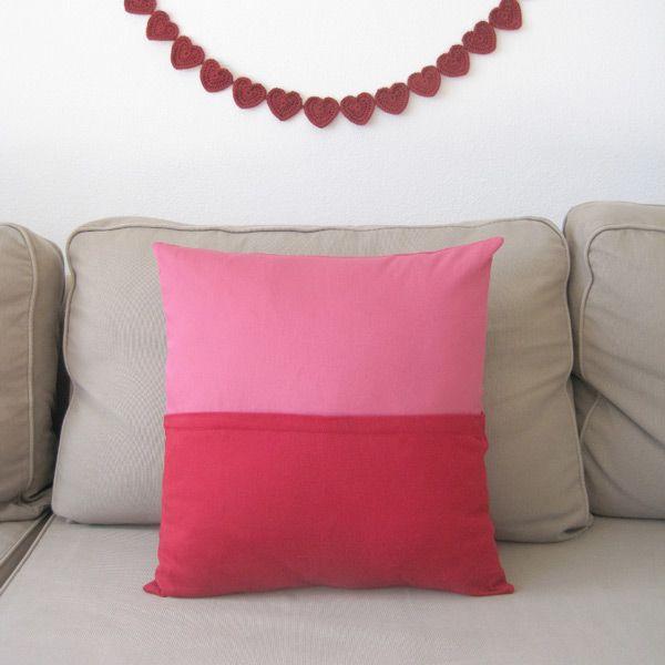 un coussin bicolore avec fermeture eclair cach e couture. Black Bedroom Furniture Sets. Home Design Ideas