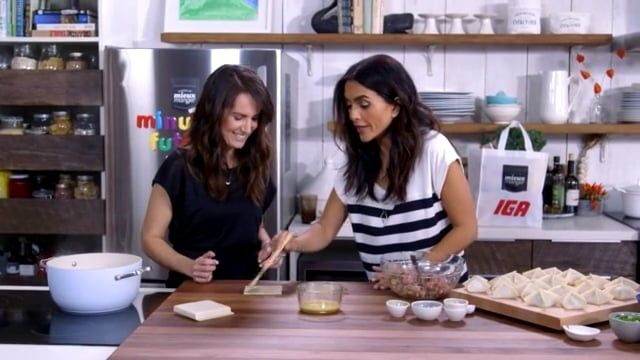 Geneviève O\u0027Gleman, nutritionniste et Alexandra Diaz cuisinent une - champignon de maison merule