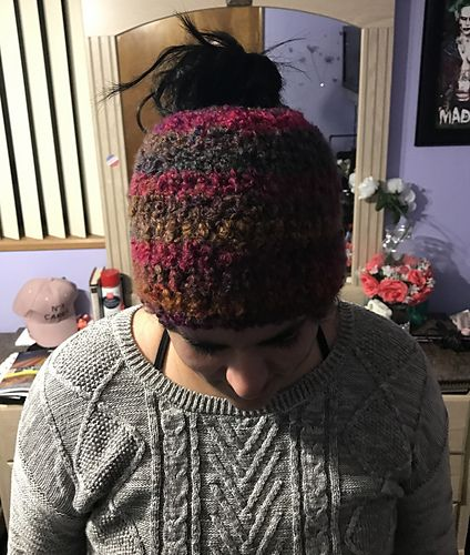 665a9760e66 This hat uses approximately 2 3 of a skein of Yarn Bee Ciao Bella yarn. I  would imagine you could use Lion Brand Homespun or Yarn Bee Fireside for  the same ...