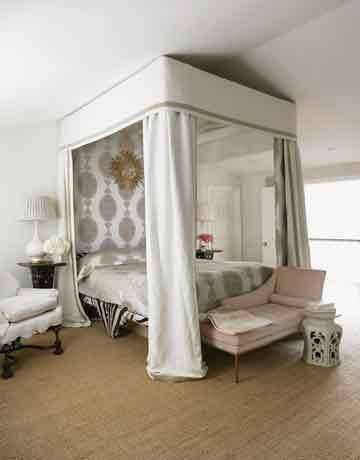 Canopy Beds With Hanging Mirrors