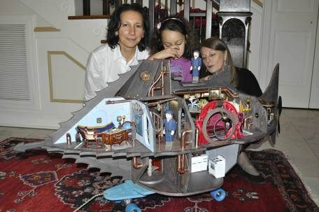 """Jules Verne's 'Nautilus' submarine from """"20,000 Leagues Under the Sea""""... as a dollhouse!"""