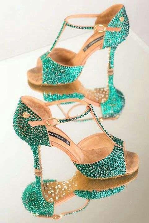 b5638e2d Zapatos de danza: Los mejores modelos para bailar ritmos latinos - Zapatos  verdes de danza