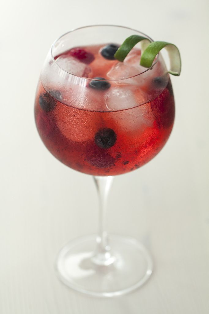 """Gin Tonic """"Berries & Lime"""" - Lost in Cupcakes 