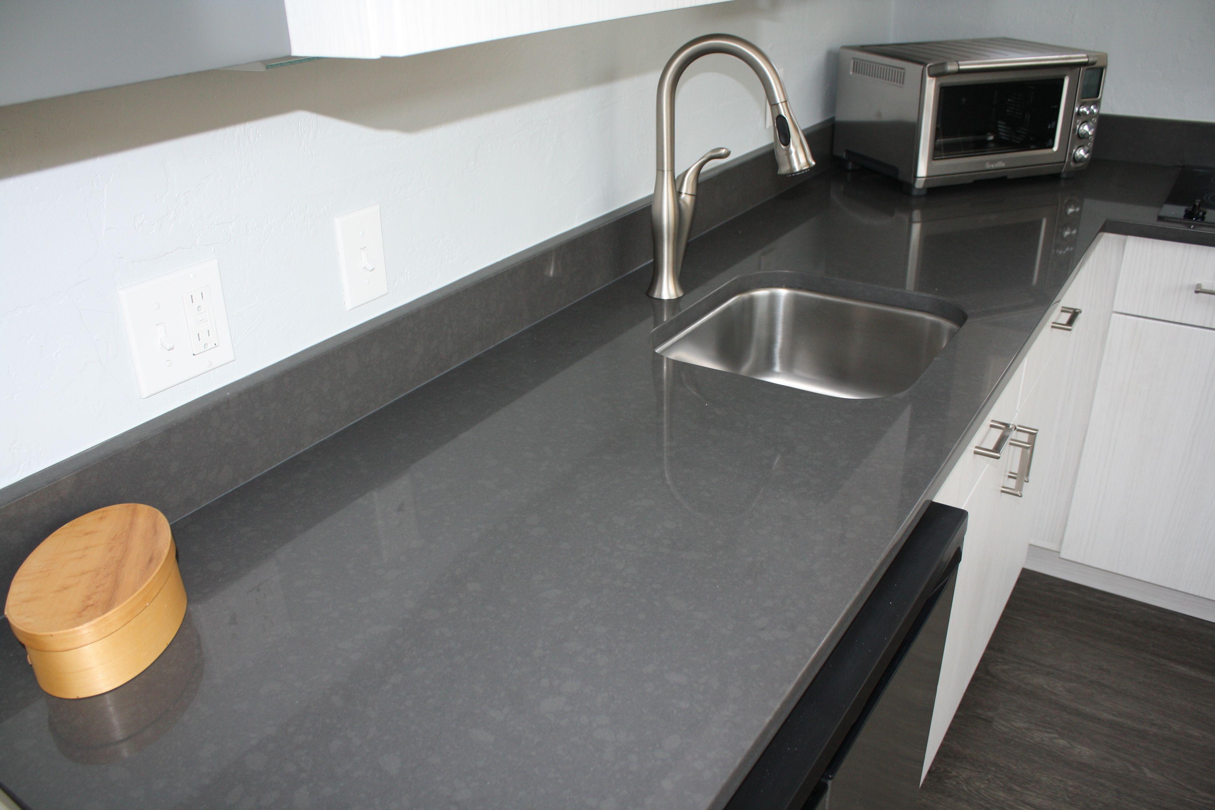 Merveilleux 3 Cm Coastal Grey Quartz With Undermount Sink.