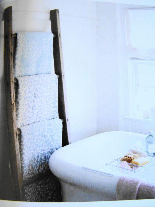 Un porte serviettes chic et pas cher avec une chelle de - Salle de bain originale et pas chere ...