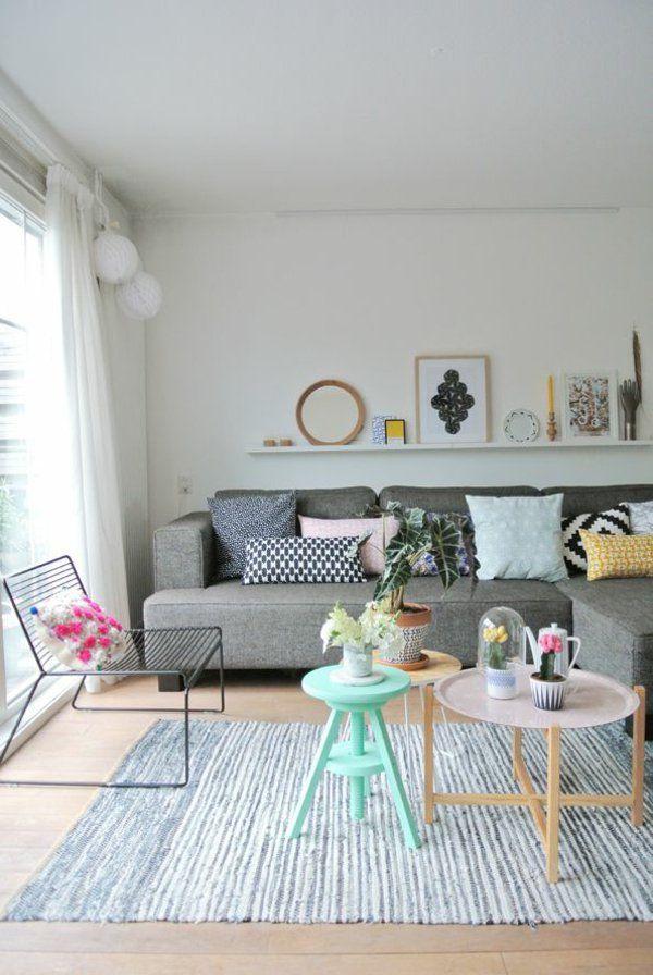 wohnzimmer modern einrichten pastelltöne holz couchtisch rund