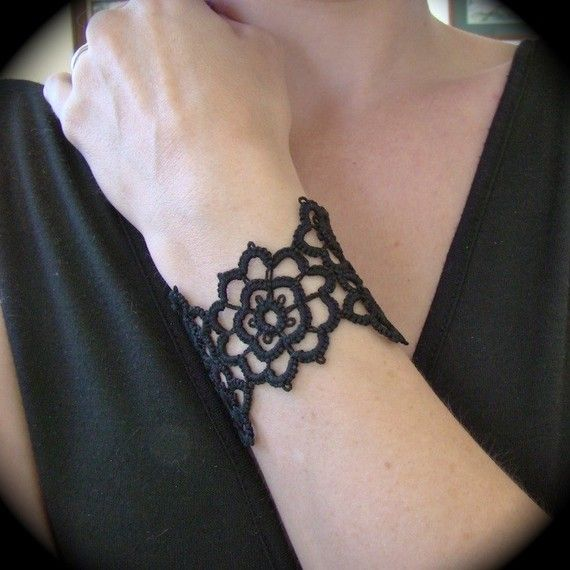 Tatted Cuff Bracelet Grand Daisy Bracelet by TotusMel on Etsy