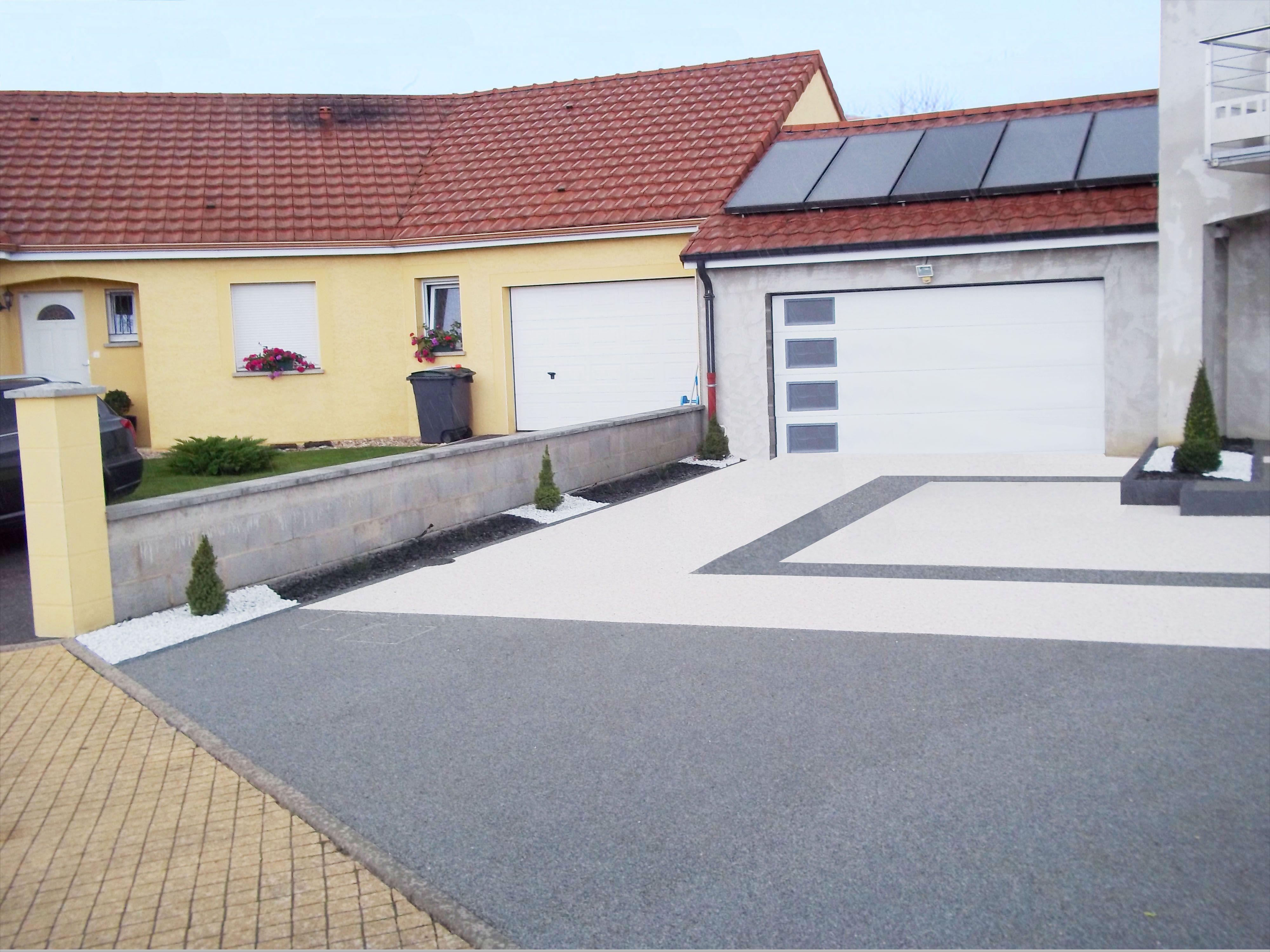 Allee De Garage Permeable En Hydro Way Gris Flanelle Et Blanc Lez Design Exterieur Outside Entree De Maison Exterieur Amenagement Cour Amenagement Terrasse