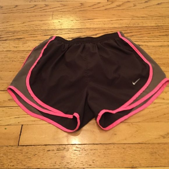 Nike Elite Dry Fit Running Short Selling this cute pair of Nike Elite Dry Fit running shorts. Dark brown and light brown with light bright pink trim. Great condition, barely warn. Size small. Nike Shorts