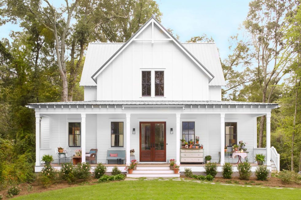 Step Inside One Of The Prettiest Country Farmhouses We Ve Ever Seen Modern Farmhouse Exterior House Plans Farmhouse Small Farmhouse Plans