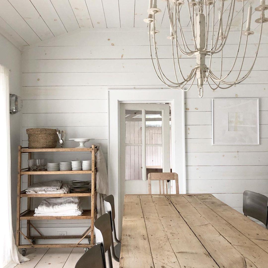White Flower Farmhouse On Instagram Modern Farmhouse Dining Room Whiteandwood Naturalde Farmhouse Dining Room Modern Farmhouse Dining Room Farmhouse Dining
