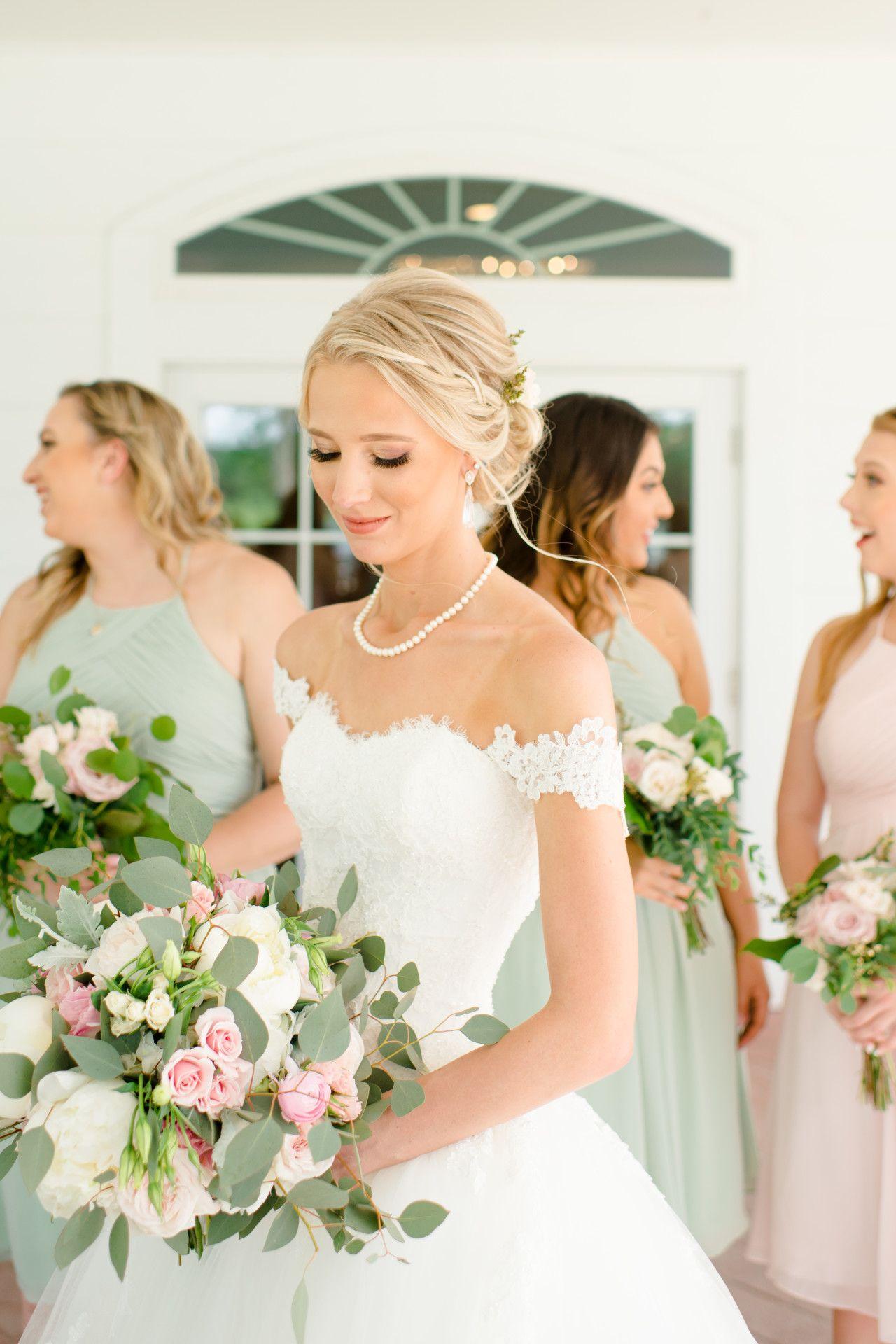 Bridesmaid photo idea unique bridesmaid photo candid bridesmaid