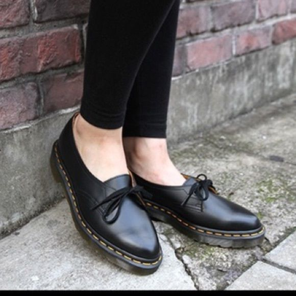 Dr. Martens Siano shoe. Size 8. Excellent Used Condition. Will fit a size 8 or 8.5. Dr. Martens Shoes Flats & Loafers