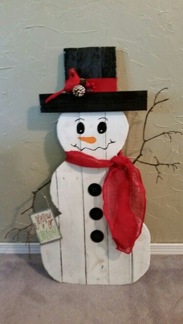 Palet snowman crafty creations pinterest snowman for Christmas wood craft projects